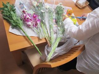 散骨のお花準備