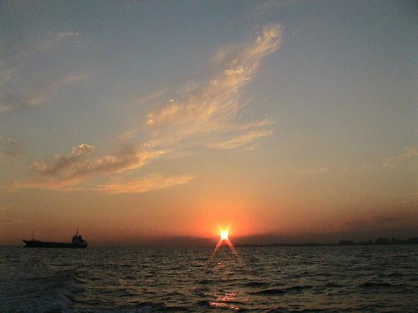 海の散骨-船