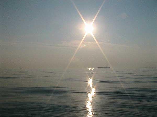 海の散骨-光の筋