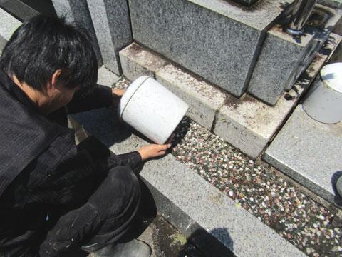 骨壺に水が溜まる理由